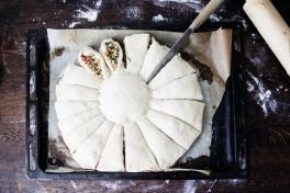 madbrød-solsikke-pizza-spinat-mozzarella-hvordan-skærer-man