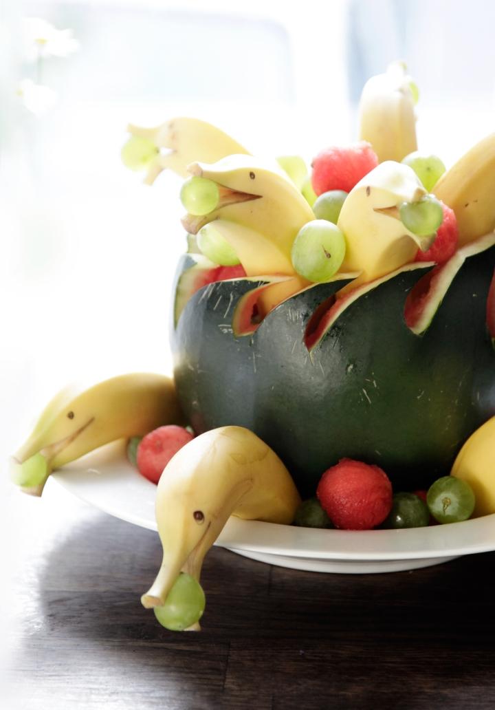 Børnefødselsdag_sund_frugt_melon_banan_figurer_delfin
