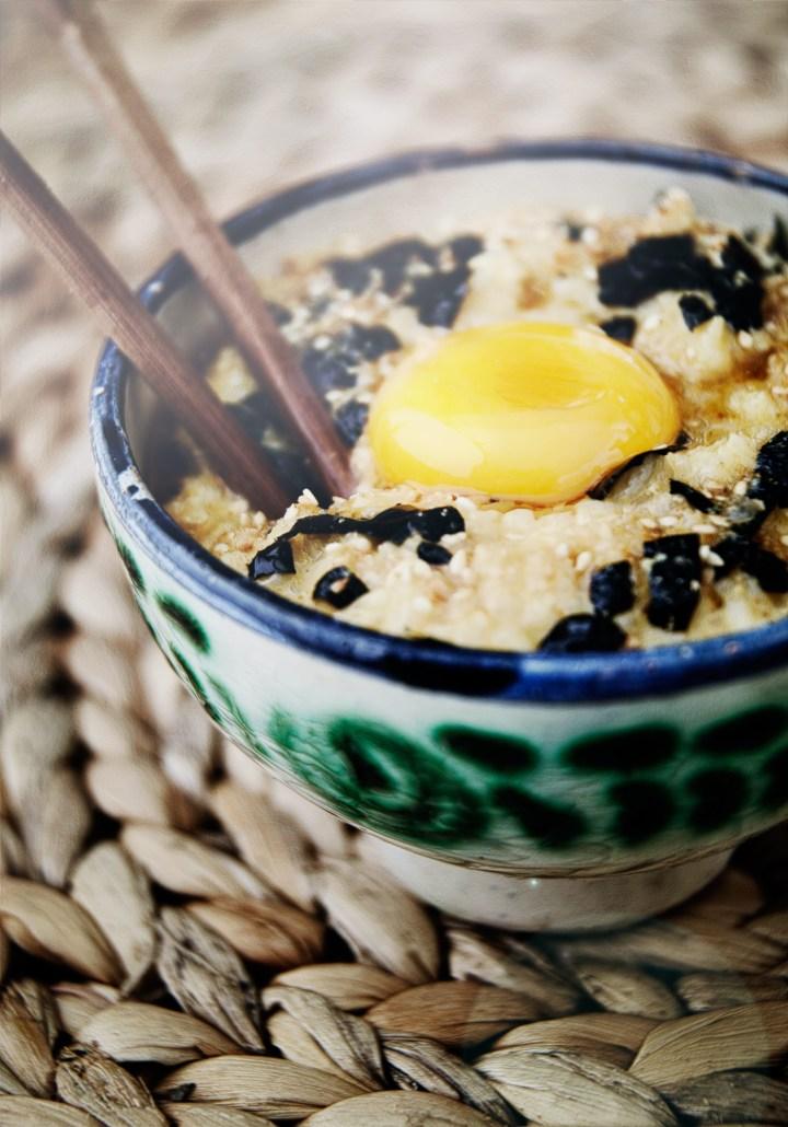tamago-kake-gohan_-japanske-ris_3_comfortfood_med-aeg_og-tang_asiatisk_restemad_sesamfro_gomasio