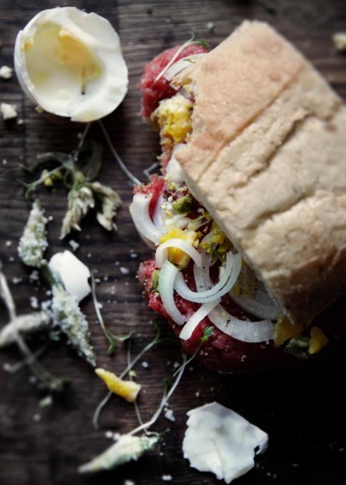 Saltede-ramsløgsblomster_hjemmelavede-kapers_sandwich-americane